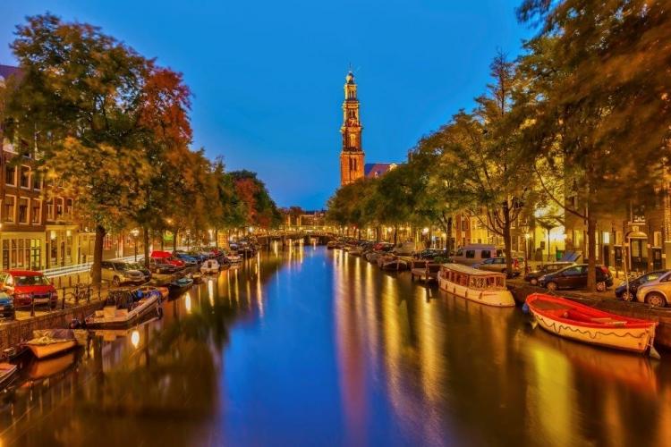 夜のアムステルダム