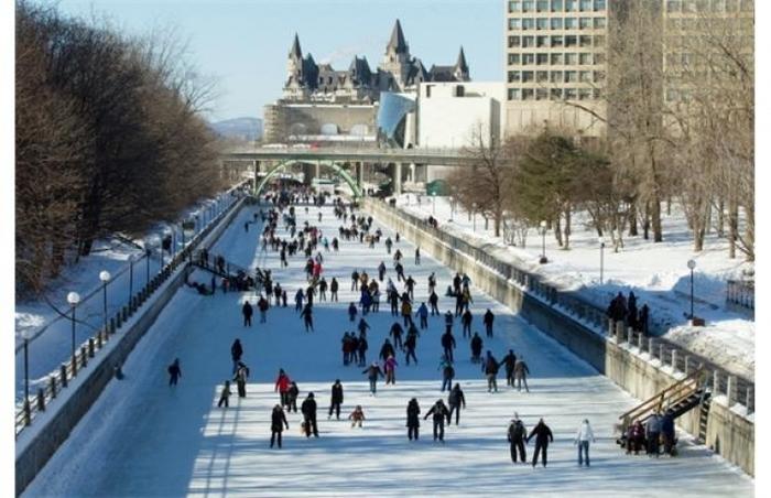 【カナダ】世界最長のスケートリンク・世界遺産の「リドー運河」