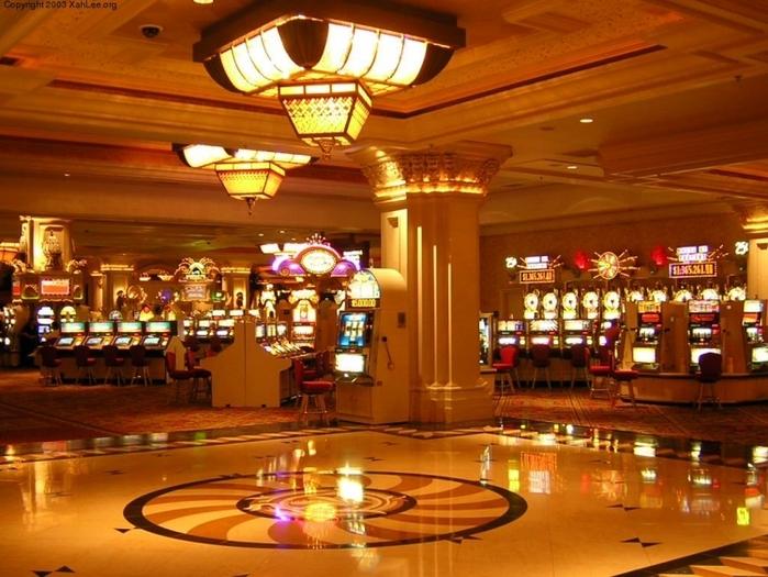 床が鏡みたいなカジノ画像
