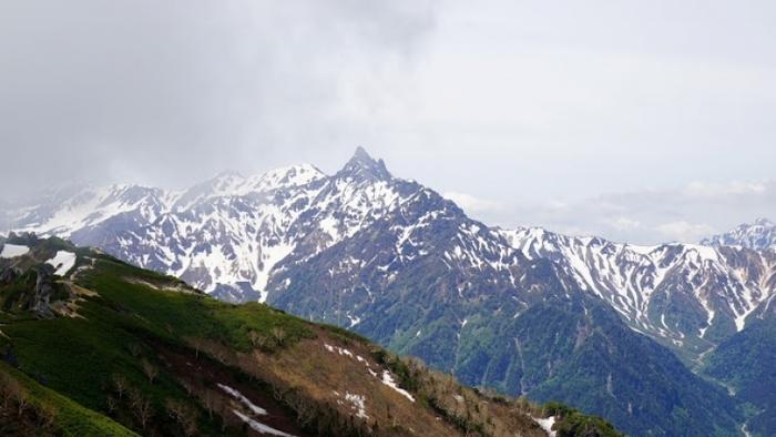 【長野・富山】初心者にも人気の「唐松岳」で初めての山小屋泊登山に挑戦