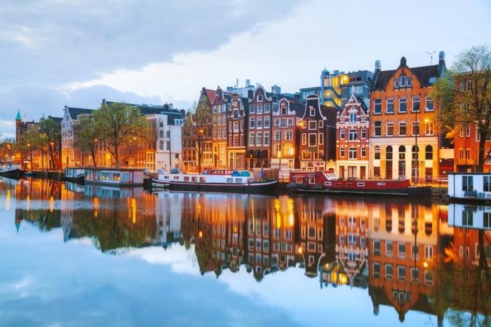 水面に映ったアムステルダム