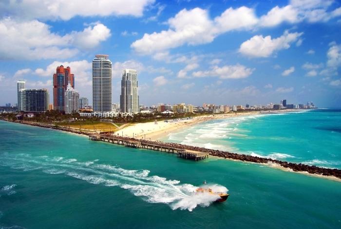 青い海とマイアミ