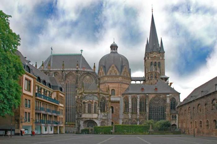 ドイツ】世界遺産「アーヘン大聖堂」〜長い歴史を誇る北部ヨーロッパ最 ...