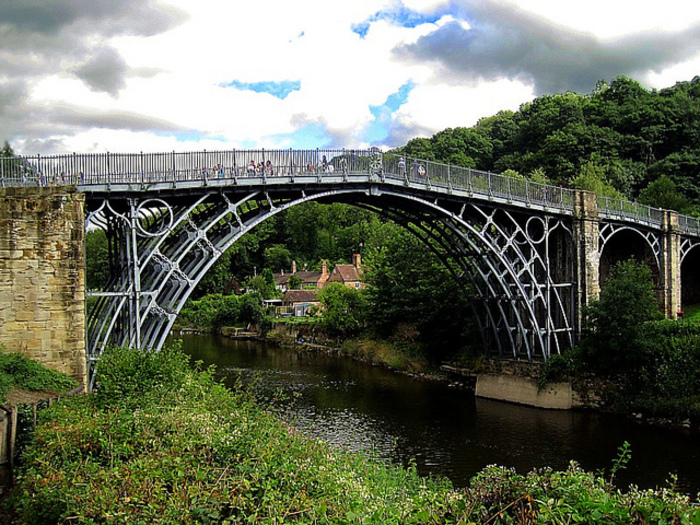 【イギリス】世界遺産「アイアンブリッジ峡谷」〜世界最古の鉄橋が架かる渓谷〜