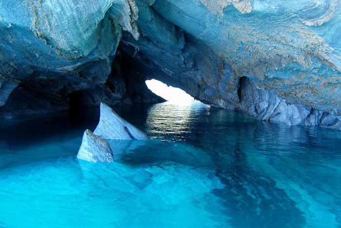 【チリ】青く輝く洞窟「マーブルカテドラル」がまるでゲームの世界