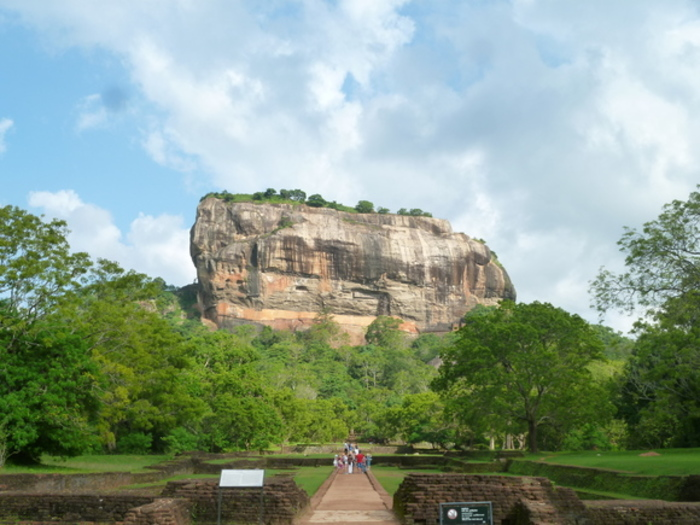 【スリランカ】巨石の上に作られた天空の城、世界遺産「シーギリヤ・ロック」へ