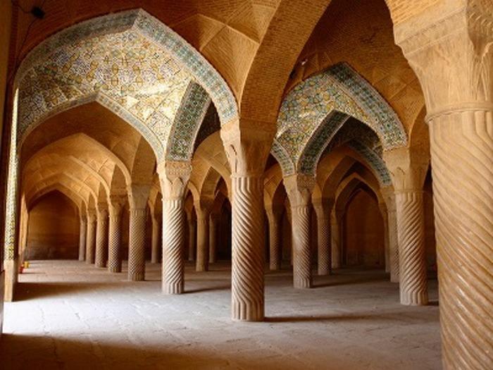 【イラン】シーラーズの礼拝堂「ピンクモスク」で見る早朝限定の景色が超絶美しい!