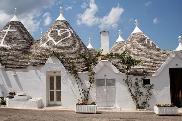 【イタリア】とんがり屋根の白い街並みの世界遺産 ...