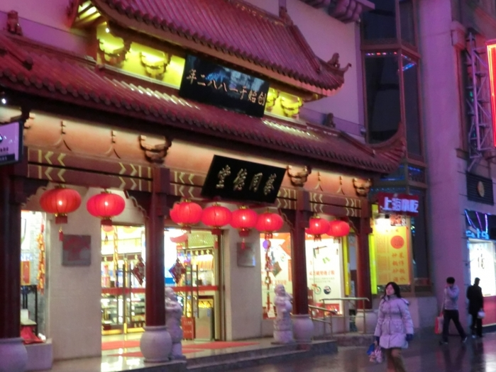 """上海一の繁華街""""南京東路(ナンジンドンルー)""""で行くべき観光地とグルメスポット5選"""