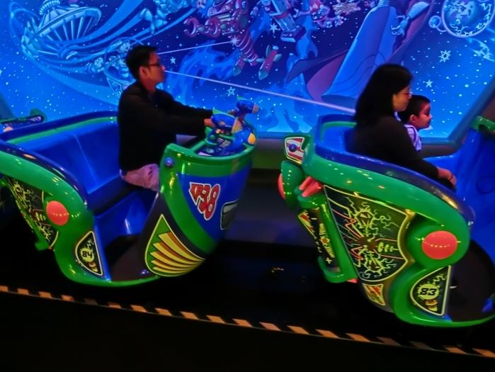 【香港ディズニーランド】人気の乗り物系アトラクションをエリア別解説!