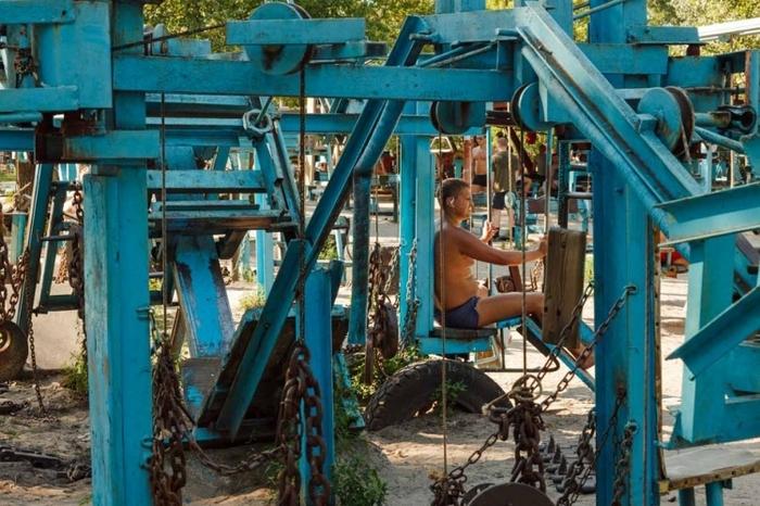 【ウクライナ】まるでジム!? 筋トレ男子が集まる公園「カチャールカ」がなんだかすごい