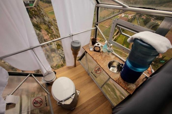 【ペルー】スリル満点! だけど絶景!! 崖の上にあるガラスのカプセルホテル