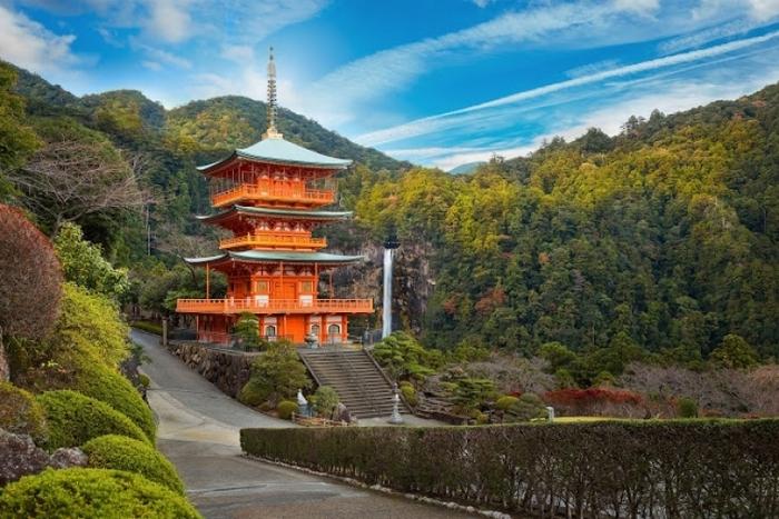 【近畿・中国・四国】紅葉名所で日本的な美に触れる登山・ハイキングツアー