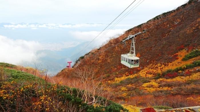 隠れた名所ばかりの中央・南アルプスで楽しむ紅葉登山・ハイキングツアー