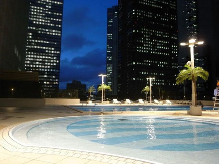 東京でおすすめのナイトプール14選+関東エリア12選【2018年版】持っていくべきアイテムも紹介!