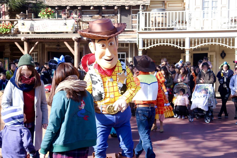 東京ディズニーランド】ミッキーやドナルドと写真を撮りたい!どこで