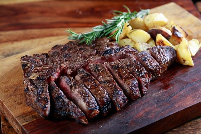 【ハワイ】ワイキキのおすすめステーキ店:ディナーにピッタリ!ジューシーなお肉6選