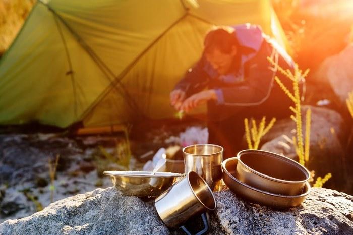 キャンプ料理が楽しくなる!おすすめのアウトドア用食器30選