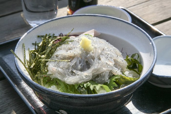 鎌倉・江ノ島ならではの鮮度!名物・生しらす丼のおすすめ人気店11選