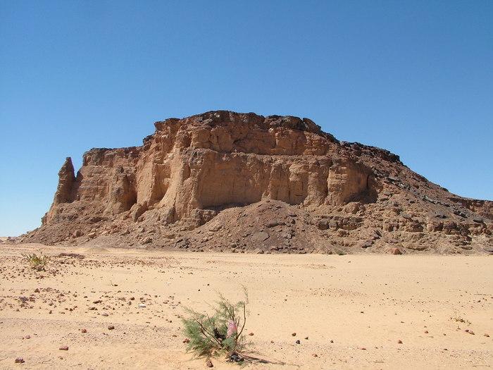 【スーダン】世界遺産「ゲベル・バルカルとナパタ地方の遺跡群」の観光ガイド:砂漠の地のピラミッドたち