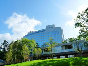 新富良野プリンスホテル:多彩なレジャーが楽しめる大型リゾートの中核施設