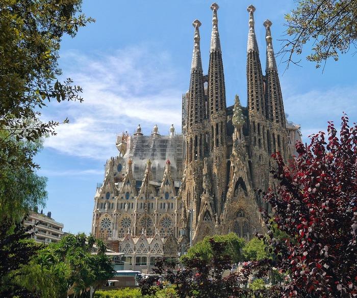 歴史的な建物を見たい!ガウディ作品で巡るバルセロナ建築の旅