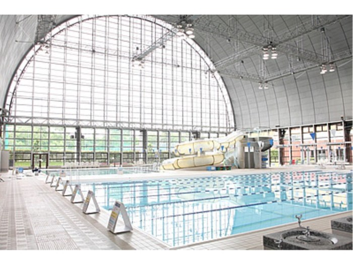 東京都内でおすすめの人気プール一覧:ウォータースライダー等の設備充実15施設