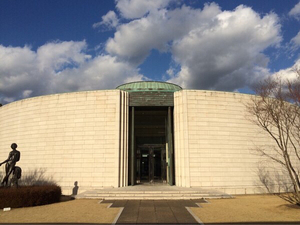 ひろしま美術館徹底ガイド:近代洋画が幅広く揃い、自然と調和した美術館