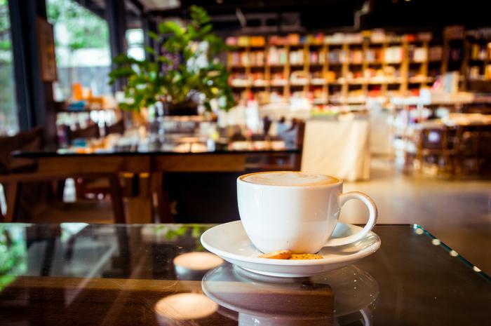 【東京】ブックカフェで一日過ごしちゃおう! 長居できる都内のブックカフェ14選