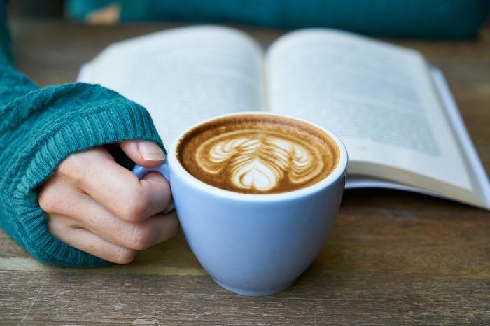【大阪】おすすめブックカフェ:ゆったり時間を過ごせるカフェ20選