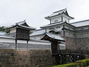 金沢城観光ガイド:北陸にそびえる白亜の城。加賀百万石に育まれた優美な歴史建築
