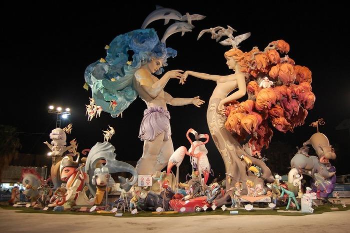 トマト祭り(ラ・トマティーナ)観光ガイド:数万人がトマトを投げつけ合う世界屈指の奇祭