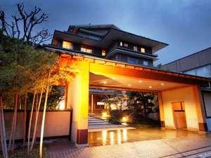 【界 伊東】昭和レトロな温泉街に佇む星野リゾートの宿で、源泉かけ流しと三大美味の贅沢旅