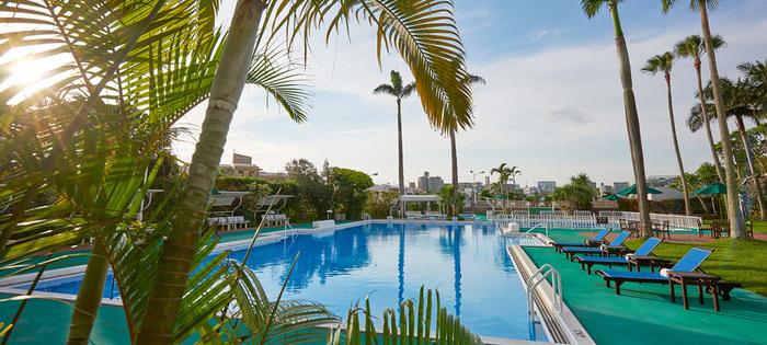 海だけじゃない!沖縄で楽しめるナイトプールまとめ