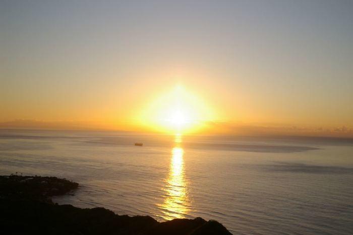 【ハワイ】いざダイヤモンドヘッドの頂上へ!日の出ツアーおすすめ15選