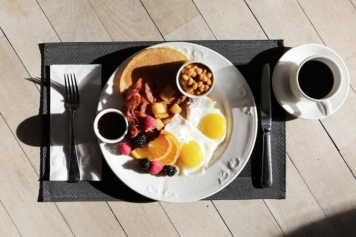 わざわざ早起きしてでも行きたいワイキキの朝食スポット5選
