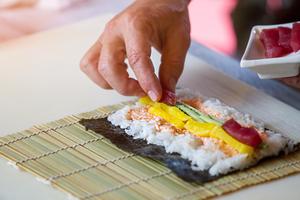 「マイスター工房八千代」ってどんなお店?大人気の天船(あまふな)巻き寿司の魅力を紹介