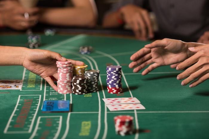 【カジノ】バカラとは?初心者にも分かるルールと攻略法を紹介