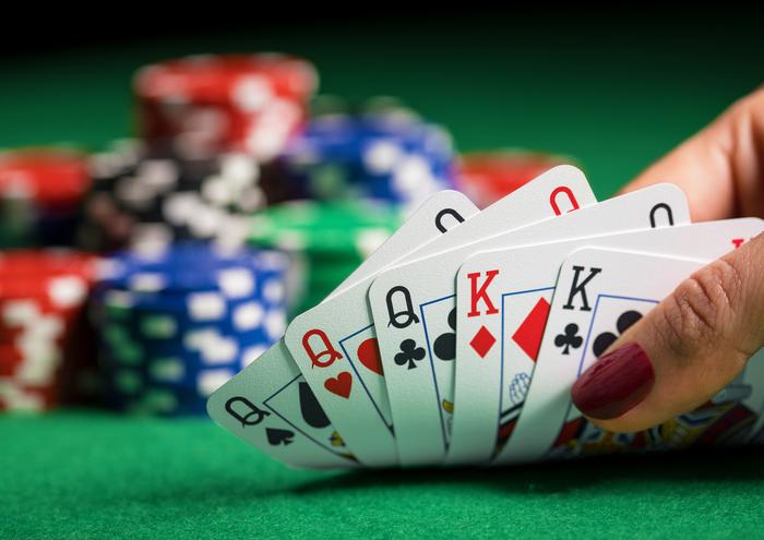 【カジノ】セブンカードスタッドポーカーのルールと攻略法:初心者にもわかりやすく解説!