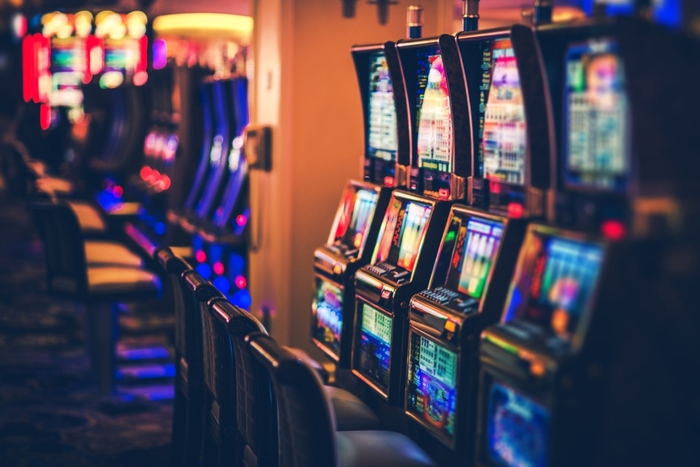 【カジノ】スロットマシンとは?初心者にも分かる遊び方やマシンの選び方を紹介!
