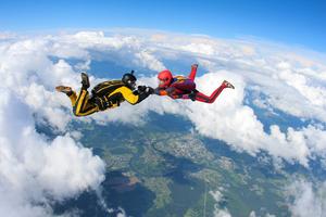 旅行やデートにもおすすめの「スカイダイビング」!関東で体験できる場所や基本情報を紹介