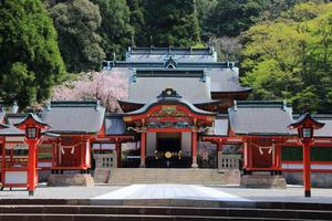 【鹿児島】神秘と歴史に触れる観光スポット「霧島神宮」おすすめの場所や宿泊施設を紹介