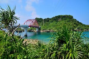 沖縄本島から車で行ける穴場リゾート!「伊計島」の魅力は?