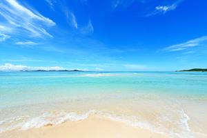 【沖縄】宇堅(うけん)ビーチは白い砂浜が続く絶景ビーチ!マリンスポーツやBBQも楽しめる