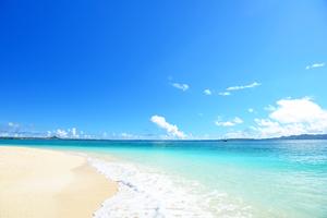 【沖縄】イーフビーチは白い砂浜が続く絶景スポット!マリンアクティビティも楽しめる
