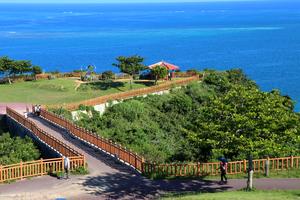 【沖縄】「幸せの架け橋」は2つの聖なる地から力を授かるパワースポット!