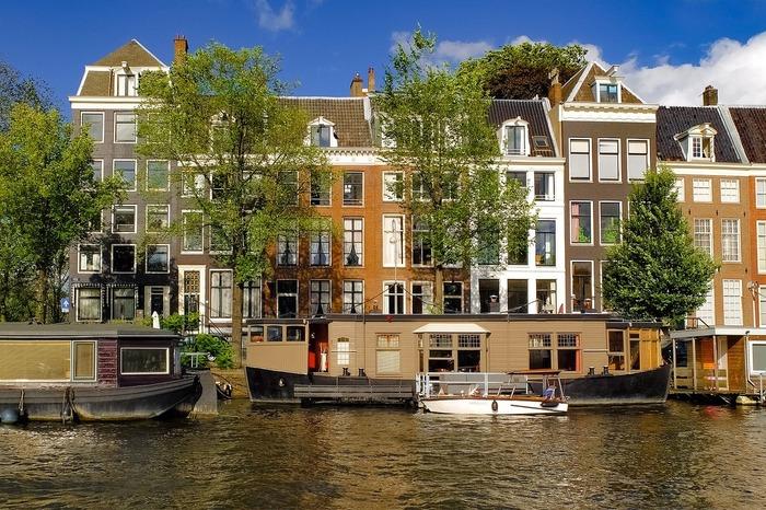 """【アムステルダム】水の上に泊まる! 運河に浮かぶ""""ボートハウス""""6選"""