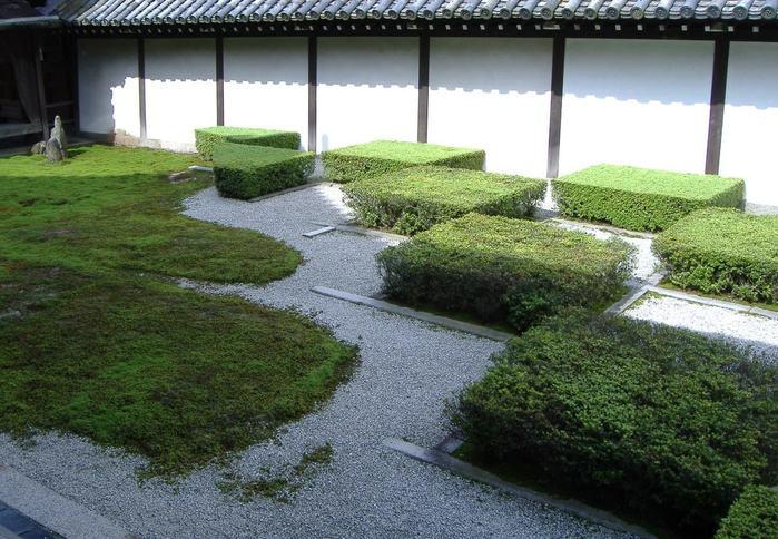 美しすぎる京都の日本庭園に引き込まれる。作庭家・重森三玲の世界とは?