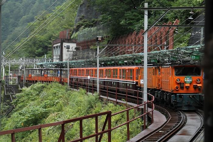 【富山】黒部峡谷を120%楽しめるトロッコ電車の観光ガイド