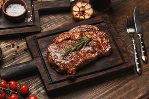 【大阪駅周辺】美味しいステーキが食べられるお店20選+編集部おすすめ|分厚いお肉を贅沢に楽しめるお店をご紹介